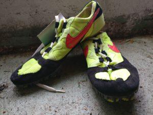 Nike_keltainen