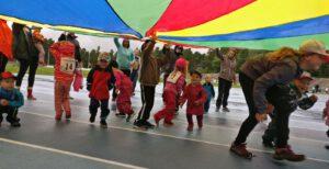 Viime kesän suosikkiryhmät tulee taas - Lapsivanhempiryhmät ja liikuntaleikkikoulut liikuttaa nyt myös aamupäivisin