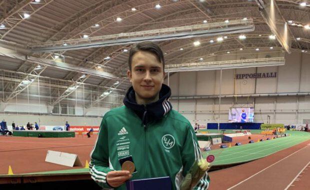 Simo Lipsanen otti hallimestaruuden kolmiloikassa - Tiia Kuikka ja Aku Partanen mitaleilla kävelyssä
